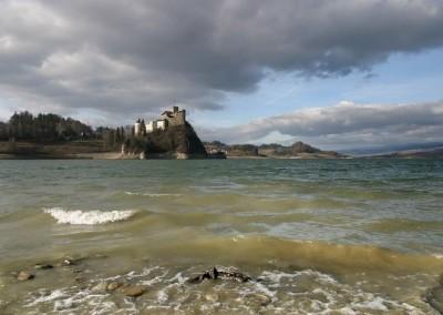 Zamek w burzowy dzień
